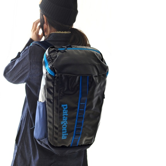 8f3bc50fbb7b7 Patagonia Black Hole Backpack 25L Bandana Blue. M 5b2009a795199689ca065926